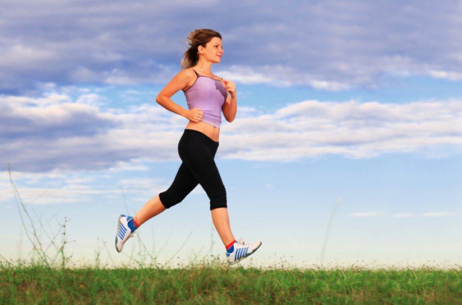 Правда ли, что тренировки на беговой дорожке сжигают меньше калорий, чем бег на улице?