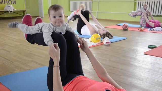 Как ходить на фитнес с маленьким ребенком