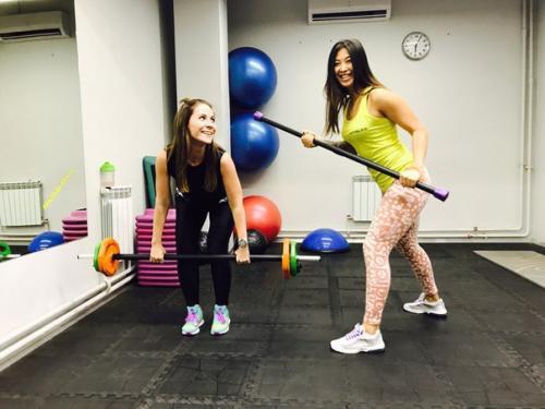Фитнес-клуб или тренировки на дому