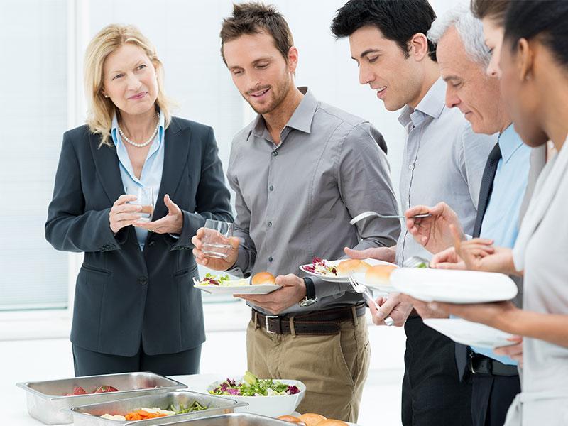 Обед в офисе: как правильно питаться