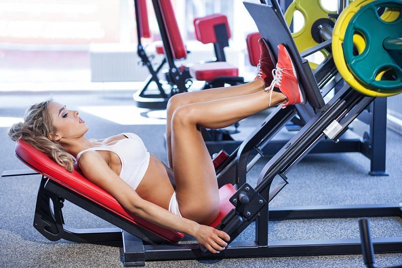 Женский фитнес: стоит ли опасаться силовых нагрузок?