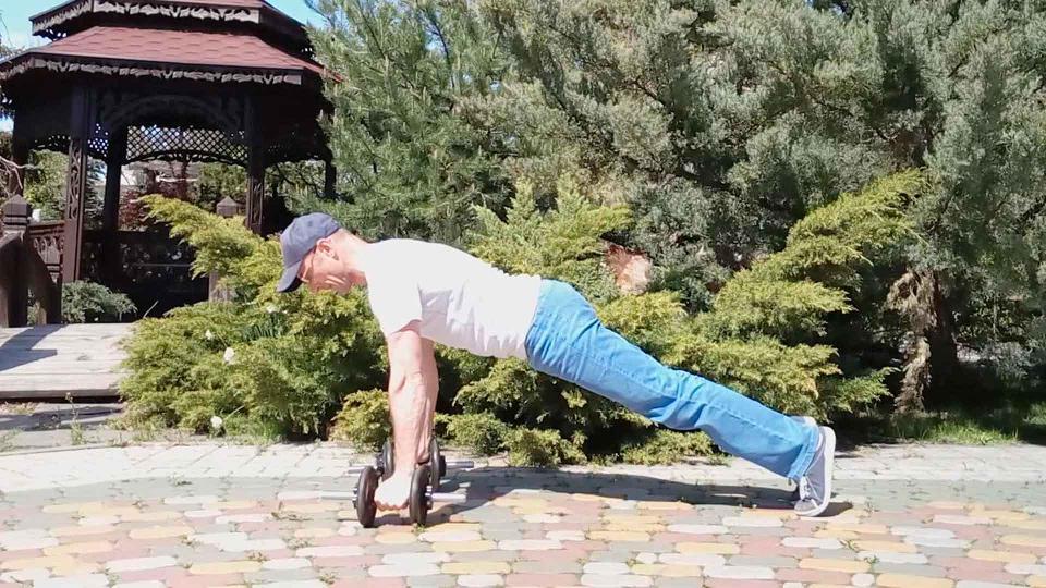 Тренировки с гантелями: программа, особенности отдыха, эффект