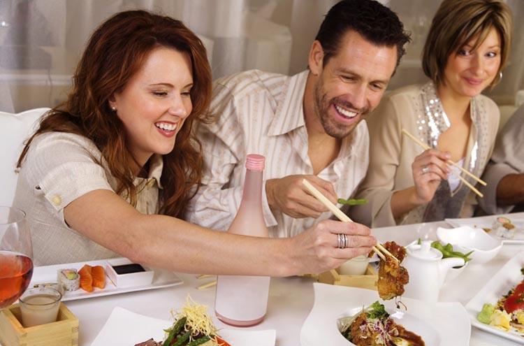 Как не набрать лишние килограммы за праздничным столом?