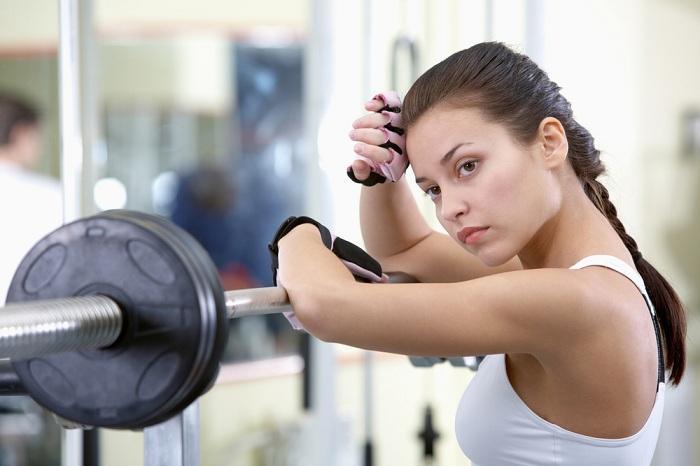 Женщины боятся перекачать мышцы в качалке